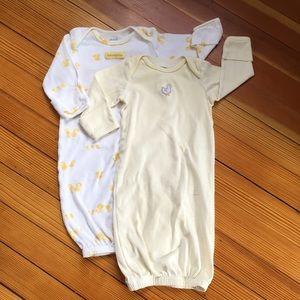 🍀  Two Gender Neutral Sleep Gowns 0-3 Months